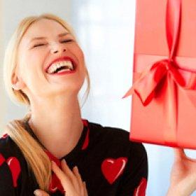Что подарить девушке на 8 марта? ТОП-10 подарков