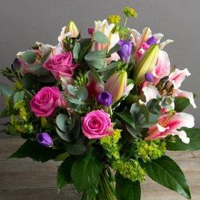 Зачем дарить цветы?