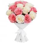 Букет из 15 белых и розовых роз