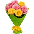 Букет из 7 розовых и желтых роз